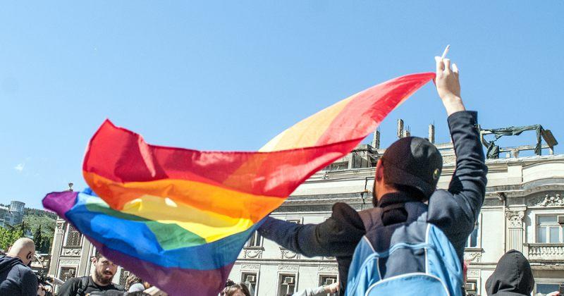 ქორწინების უფლება, პოლიტიკური დისკუსია და ლგბტქ თემის ბრძოლა გადარჩენისთვის