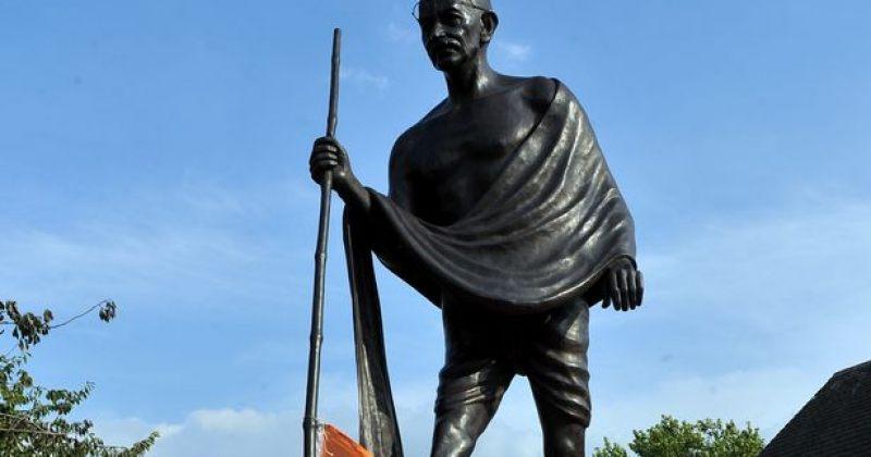 დიდი ბრიტანეთის ქალაქ ლესტერში მაჰათმა განდის ძეგლის აღებას ითხოვენ