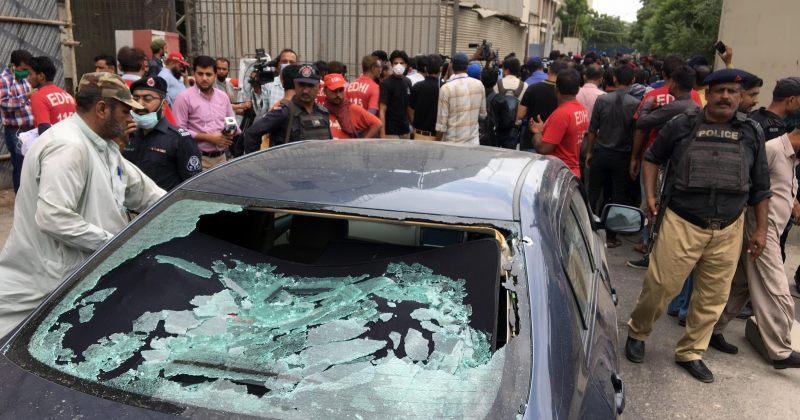 პაკისტანის საფონდო ბირჟაზე ტერორისტული თავდასხმისას 7 ადამიანი მოკვდა