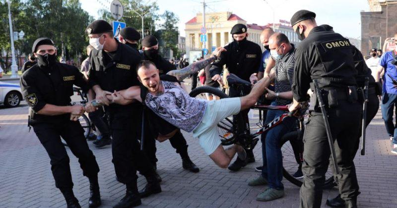 ბელარუსში ლუკაშენკოს წინააღმდეგ აქციაზე ასზე მეტი პირი, მათ შორის, ჟურნალისტები დააკავეს