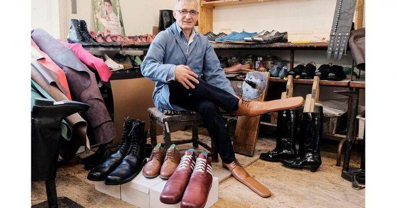 რუმინელმა მეწაღემ სოციალური დისტანციის დასაცავად ფეხსაცმელი შექმნა [Video]