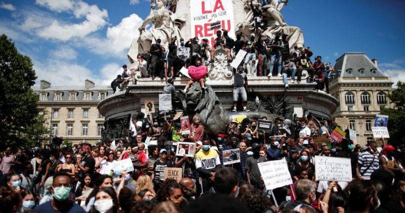პარიზში რასიზმის წინააღმდეგ გამართული აქციის მონაწილეებსა და პოლიციას შორის დაპირისპირება მოხდა