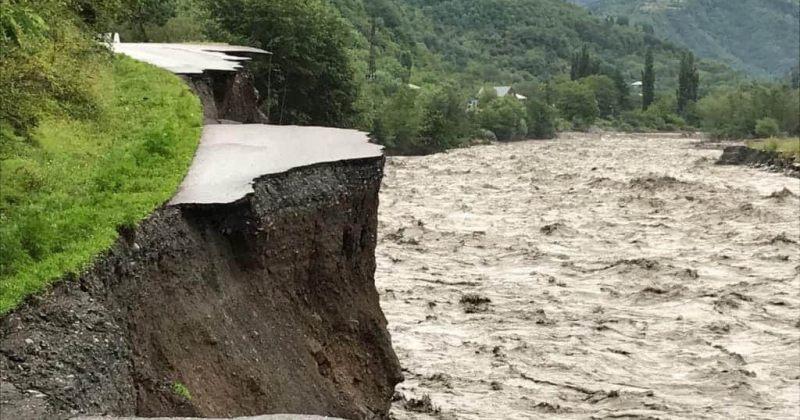რაჭაში 12 სოფელი გარესამყაროს არის მოწყვეტილი, დაზიანებულია 10 ხიდი