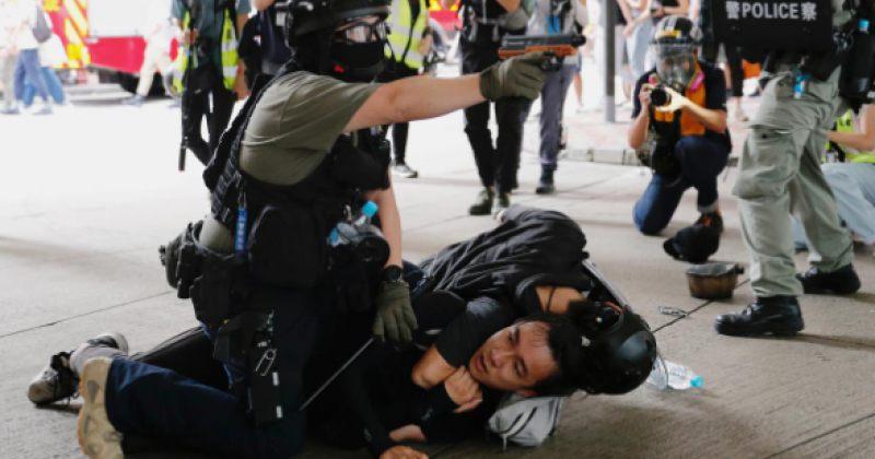 ჰონგ-კონგში პოლიციამ 200-მდე მომიტინგე დააკავა [ფოტოები/ვიდეო]