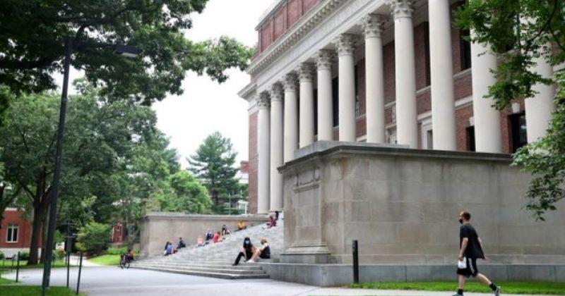 აშშ-ში უცხოელ სტუდენტებს დეპორტაცია აღარ ემუქრებათ