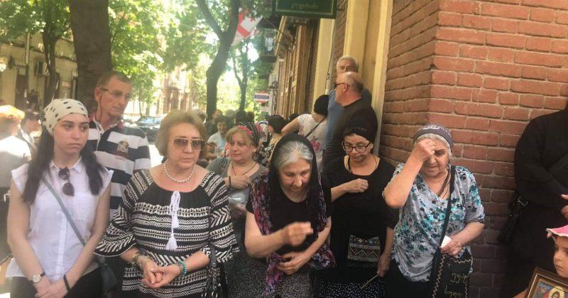 Tbilisi Pride-ში ამბობენ, რომ გალობის ფონზე მუშაობა ურიგო არაა