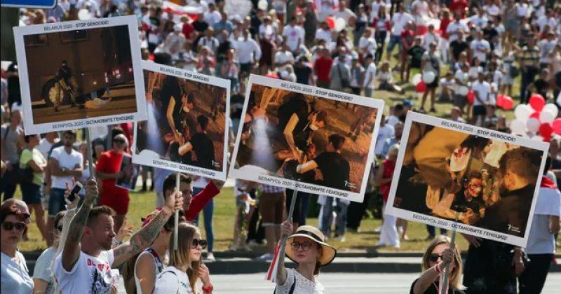 საპროტესტო აქცია მინსკში - ლუკაშენკოს წინააღმდეგ 200 000-მდე ადამიანი გამოვიდა [ფოტო-ვიდეო]
