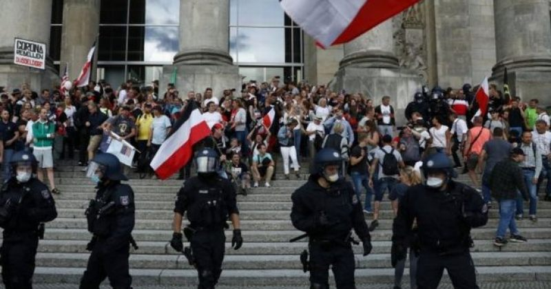 გერმანიაში Covid-19-ის გამო დაწესებული შეზღუდვების საწინააღმდეგო აქციაზე 300-მდე ადამიანი დააკავეს