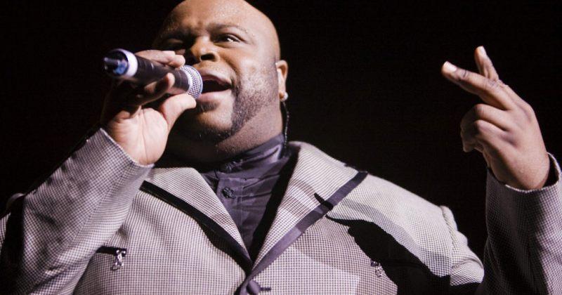 49 წლის ასაკში მომღერალი ბრიუს უილიამსონი კორონავირუსით გარდაიცვალა