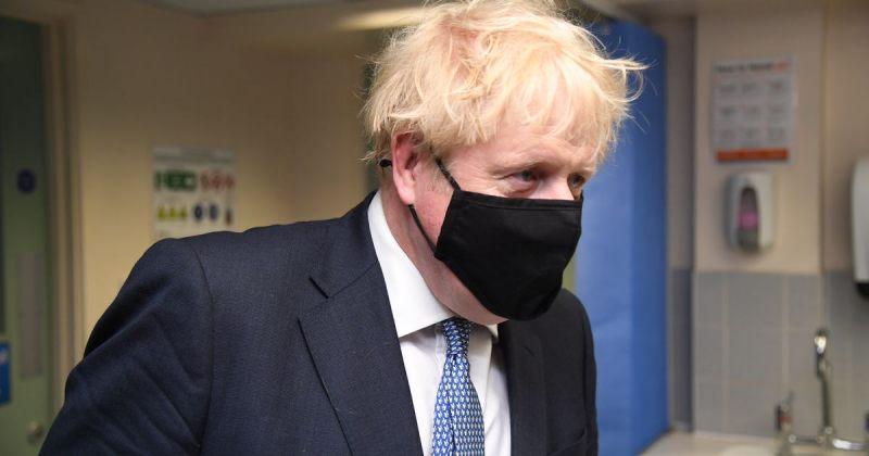 დიდ ბრიტანეთში პანდემიასთან დაკავშირებული შეზღუდვების ახალ, 3-დონიან სისტემას შემოიღებენ