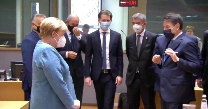 ანგელა მერკელი ევროკავშირის სამიტზე სოციალურ დისტანციას იცავს [VIDEO]