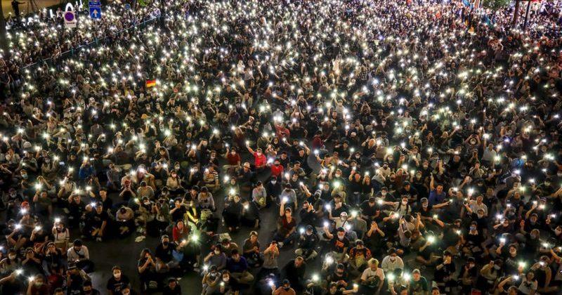 შეზღუდვების მიუხედავად ტაილანდში ათიათასობით ადამიანი საპროტესტო აქციაზე შეიკრიბა