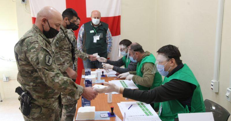 ავღანეთში საარჩევნო პროცესი მიმდინარეობს, ჯარისკაცები ხმას აძლევენ