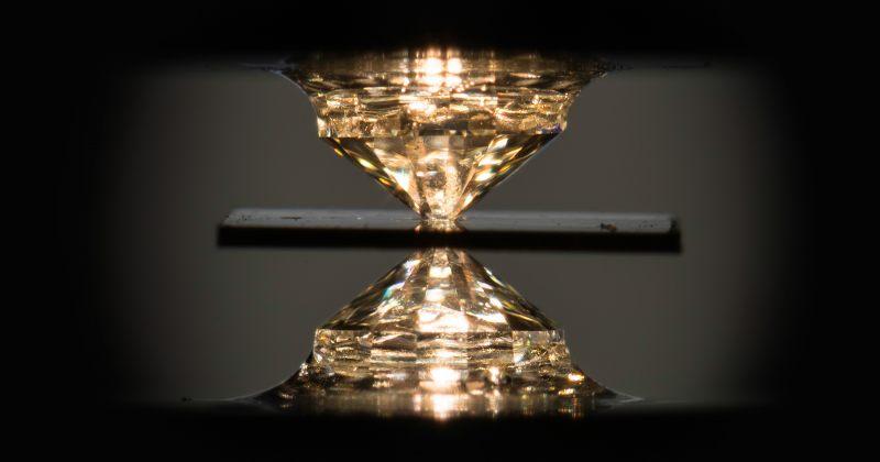 ფიზიკოსებმა ოთახის ტემპერატურის პირველი ზეგამტარი აღმოაჩინეს