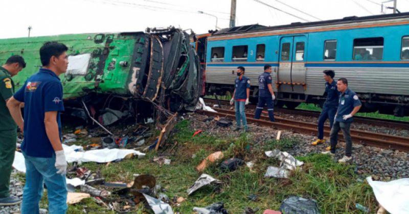 ტაილანდში ავტობუსი მატარებელს შეეჯახა, დაიღუპა 20 ადამიანი