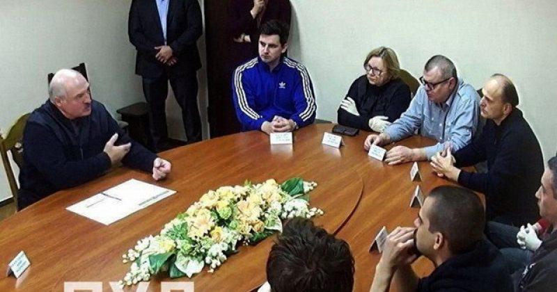 ალექსანდრ ლუკაშენკო დაპატიმრებულ ოპოზიციონერებს შეხვდა