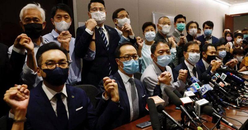 ჰონგ-კონგელი ოპოზიციონერი დეპუტატები პარლამენტს ტოვებენ მას შემდეგ, რაც 4 დეპუტატი გაუშვეს
