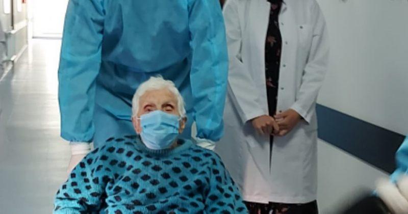 ქუთაისში 102 წლის ბებომ, რომელმაც COVID 19 დაამარცხა, კლინიკა დატოვა