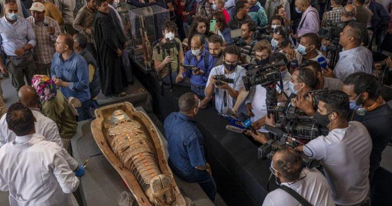 ეგვიპტეში 2500 წლის სარკოფაგები და მოოქროვილი ქანდაკებები აღმოაჩინეს