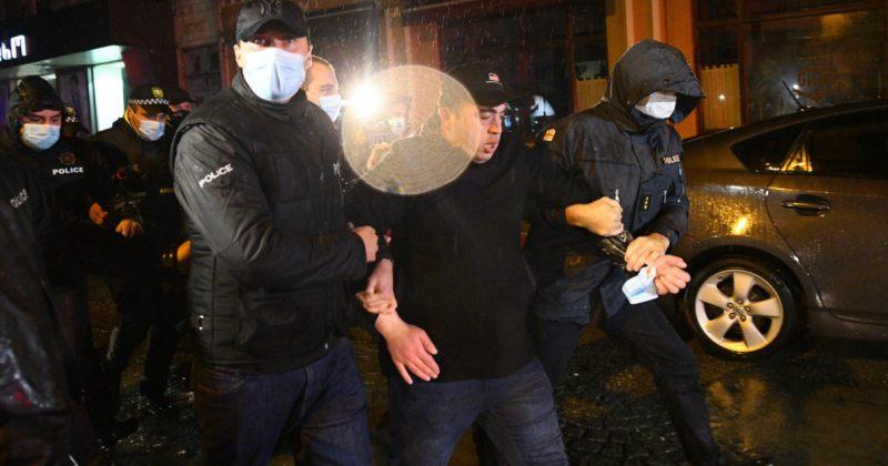 ბათუმში საოლქო კომისიასთან გამართულ აქციაზე აქტივისტები დააკავეს