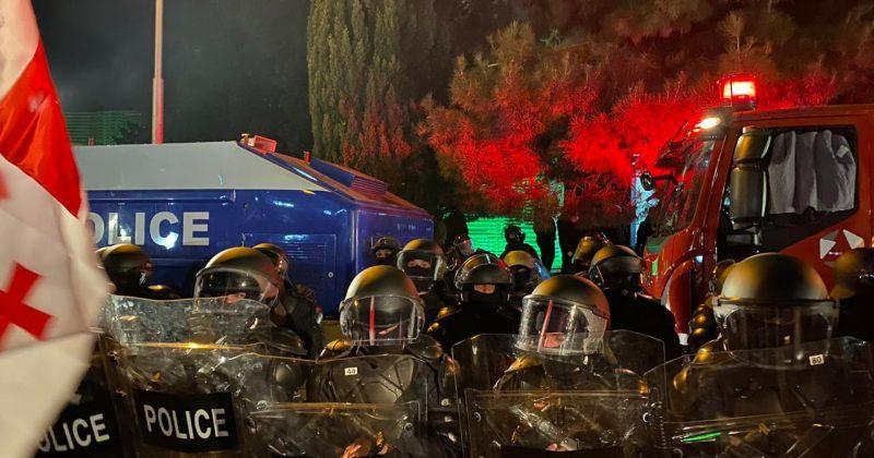 საია: 8 ნოემბრის აქციაზე გამოყენებული საპოლიციო ძალა უკანონო და არაპროპორციული იყო