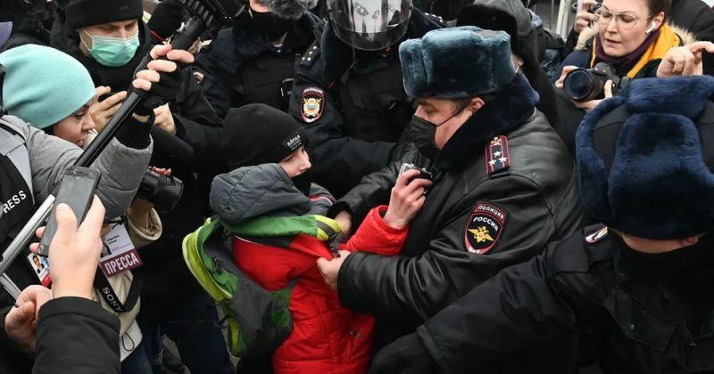 რუსეთში ნავალნის მხარდამჭერ აქციებზე 3000-ზე მეტი ადამიანი დააკავეს