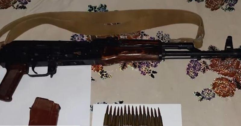 შსს: კახეთში იარაღი, მჭიდი და 30 საბრძოლო ვაზნა ამოვიღეთ – დაკავებულია 1 ადამიანი