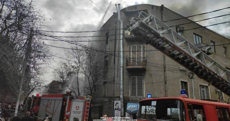 საგანგებო: ხუდადოვზე კორპუსში გაჩენილი ხანძარი ლიკვიდირებულია, დაშავდა 2 მოქალაქე