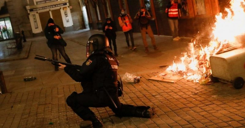 ესპანეთში რეპერის დაპატიმრების გამო მესამე დღეა, საპროტესტო აქციები მიმდინარეობს [PHOTOS]
