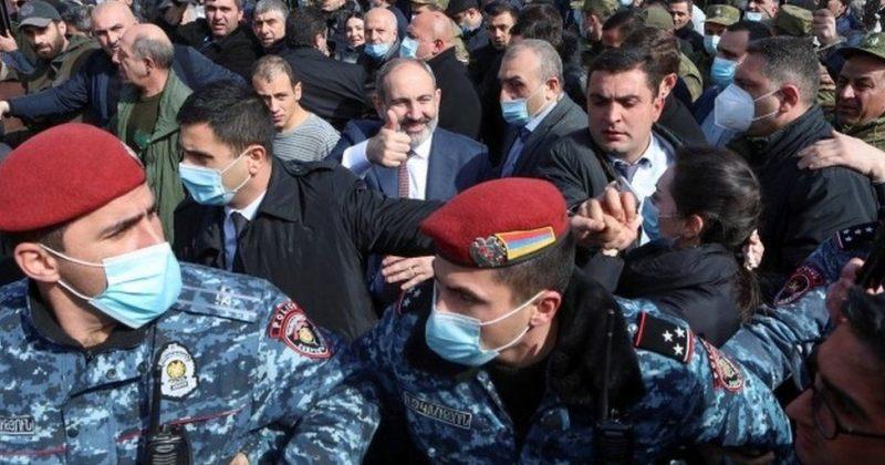 სომხეთის ექსპრეზიდენტები მოსახლეობას არმიის მხარდაჭერისკენ მოუწოდებენ