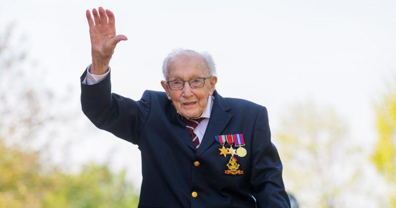 100 წლის ვეტერანი, რომელმაც ექიმებს £33 მლნ შეუგროვა, Covid-19-ით გარდაიცვალა