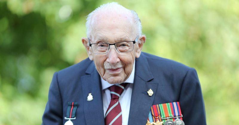 100 წლის ვეტერანი, რომელმაც ექიმებს £33 მლნ შეუგროვა, Covid-19-ის გამო საავადმყოფოშია