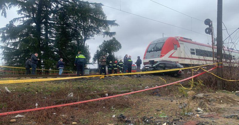 ზუგდიდში მატარებელი მანქანას დაეჯახა, დაშავდა ერთი ადამიანი - მდგომარეობა მძიმეა