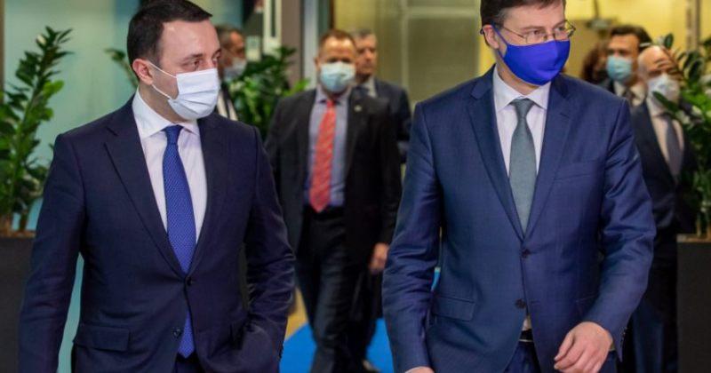 დომბროვსკისი: დახმარების გასაცემად სტაბილური პოლიტიკური კლიმატი გადამწყვეტი იქნება