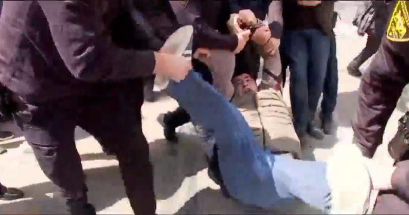 აფხაზეთის მთავრობის შენობასთან აქციაზე რამდენიმე ადამიანი დააკავეს