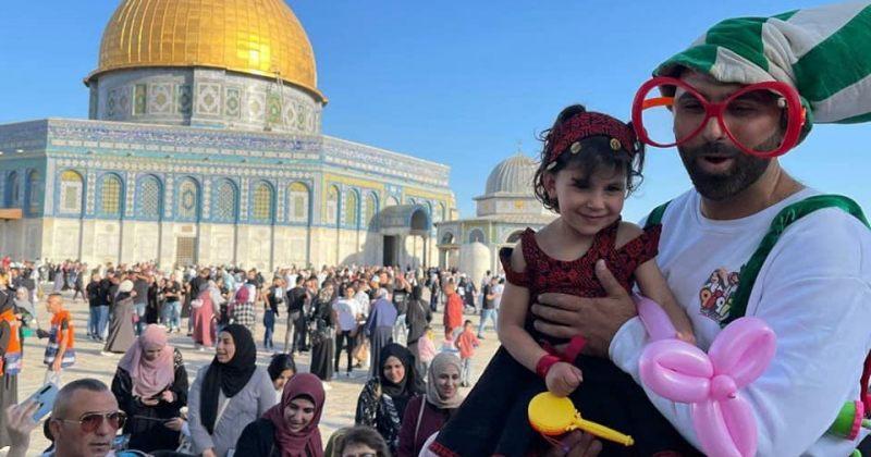 იერუსალიმში, ტაძრის მთაზე, 17 000 მუსლიმი რამადანის დასრულებას ზეიმობს – ფოტოები