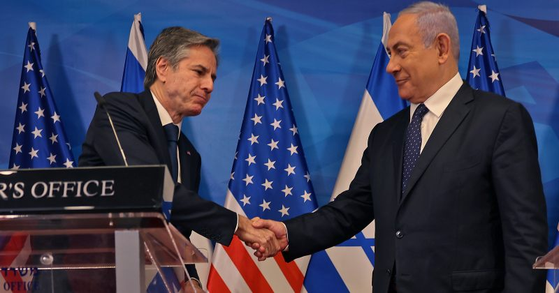 აშშ-ს სახელმწიფო მდივანი ისრაელის პრემიერმინისტრ ბენიამინ ნეთანიაჰუს შეხვდა