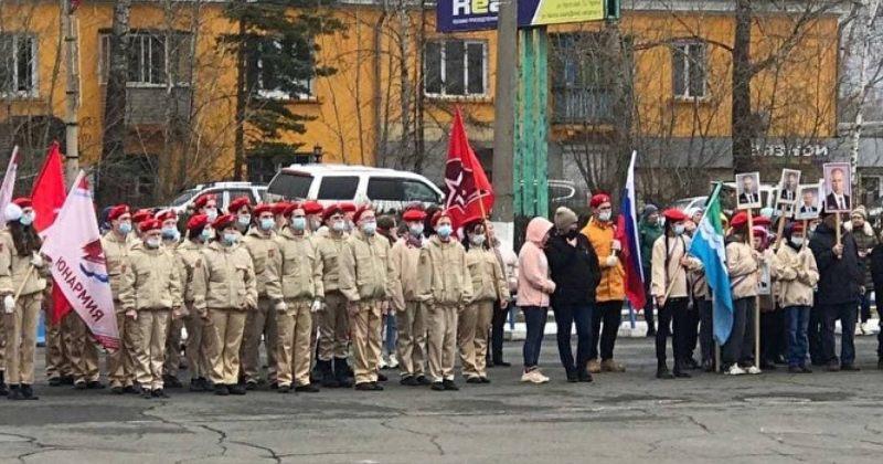 """რუსეთში, ციმბირში, მოსწავლეებმა """"პუტინის ეპოქას"""" მსვლელობა მიუძღვნეს"""