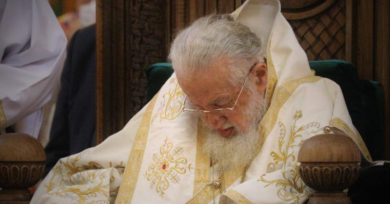 პატრიარქი მღვდელმთავრებს კოვიდინფიცირებულებისთვის ლოცვას სთხოვს, აცრას კვლავ - არა