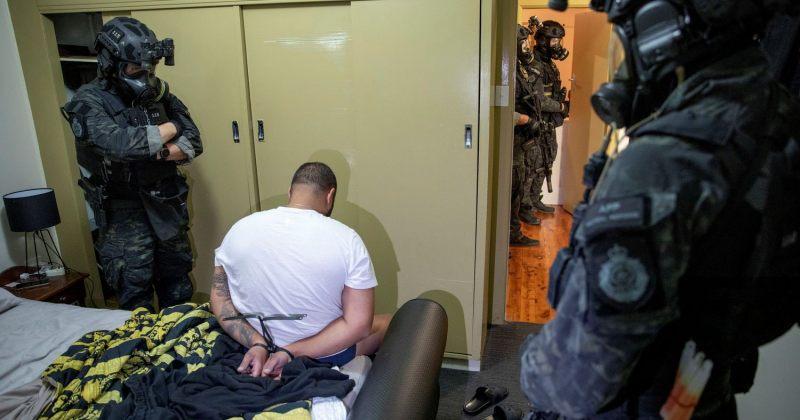 FBI-ის შექმნილი აპლიკაციის საშუალებით ორგანიზებულ დანაშაულში ეჭვმიტანილი ასობით პირი დააკავეს