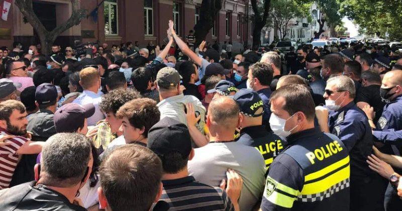ბათუმში ძმები წულუკიძეებისმხარდამჭერ აქციაზე პოლიციამ 7 ადამიანი დააკავა