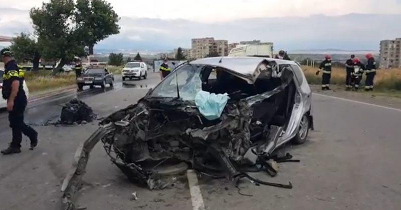 ფონიჭალაში მსუბუქი ავტომობილი სატვირთოს შეეჯახა – დაშავდა 5 ადამიანი