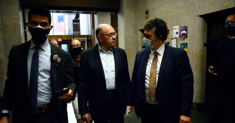 ტრამპის ორგანიზაციის ფინანსისტი ალენ ვეისელბერგი პროკურორებს ბრალის წარდგენამდე ჩაბარდა