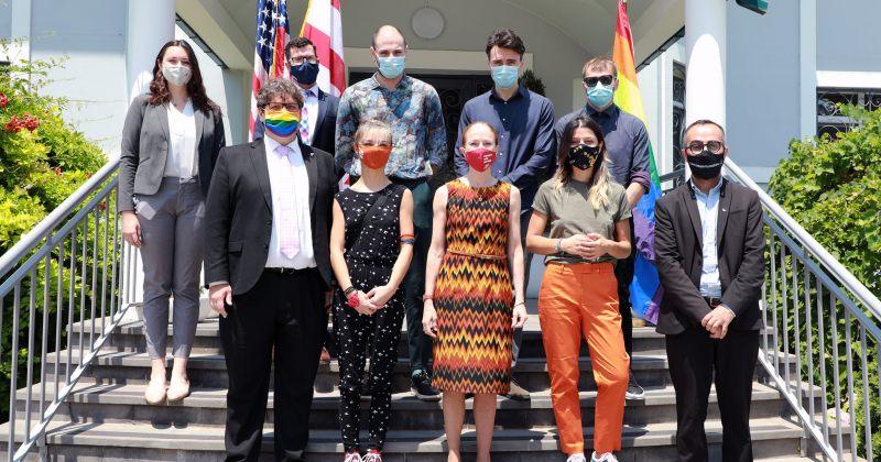აშშ-ს საელჩო: მხარს ვუჭერთ LGBTQ+ საზოგადოებას, გამოიყენონ თავიანთი შეკრების თავისუფლება
