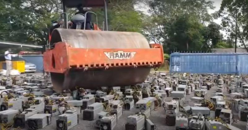 მალაიზიის პოლიციამ 1 000-ზე მეტ ბიტკოინის მაინერს ბულდოზერით გადაუარა [VIDEO]