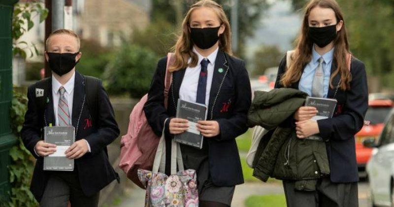 ბრიტანეთში სკოლის გასაცდენად მოსწავლეები COVID-19-ისტესტს აყალბებდნენ ფორთოხლის წვენით