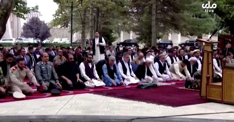 ავღანეთის პრეზიდენტის სასახლესთან, ლოცვების დროს, რაკეტები ჩამოვარდა [VIDEO]
