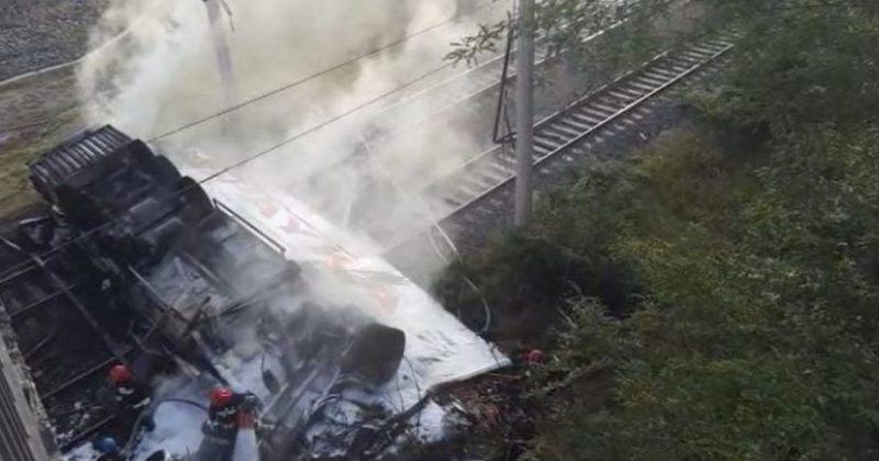რუსთავი-ლილოს დამაკავშირებელ გზაზე ტრაილერი ხიდიდან გადავარდა – დაღუპულია 1 ადამიანი