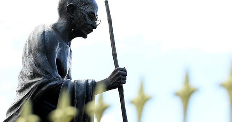 კალაძე: მაჰათმა განდის ძეგლს სათვალე მოჰპარეს