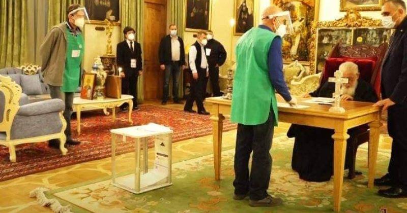 """""""დიდი იმედით ვუყურებთ დღევანდელ არჩევნებს"""" – ილია II-მ ხმა გადასატანი ყუთის მეშვეობით მისცა"""